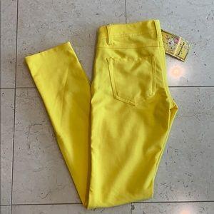 Bright yellow stretch pants/leggings style